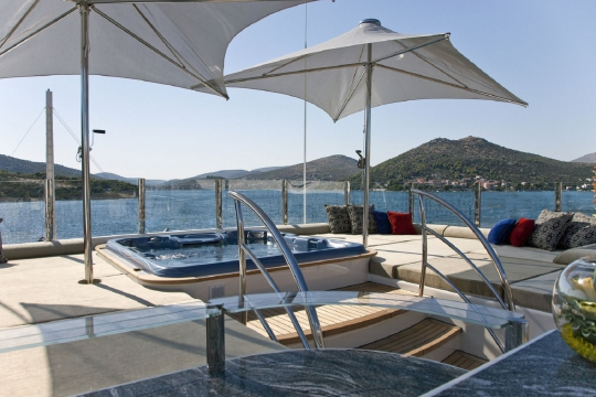 Motor Yacht Mary-Jean II Isa for charter - sundeck jacuzzi