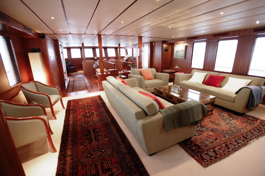 Motor Yacht Northern Sun for charter - main salon and piano room