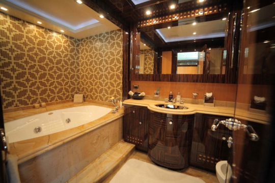 Motor Yacht Al Asmakh for sale - master bathroom