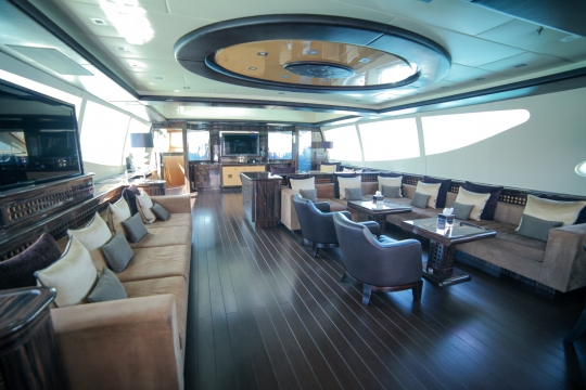 Motor Yacht Al Asmakh for sale - Seating saloon