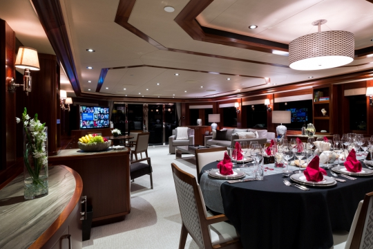 Motor Yacht W - saloon dining table