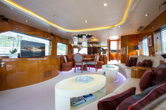 Motor Yacht Vogue - main saloon