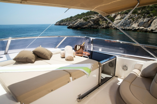 Motor Yacht Vogue - flybridge seating