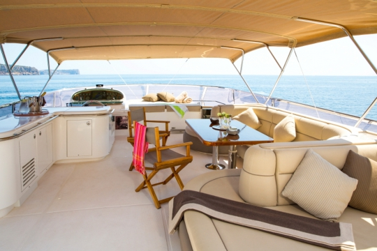Motor Yacht Vogue - flybridge