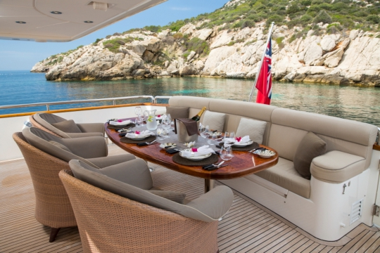 Motor Yacht Vogue - aft deck dining