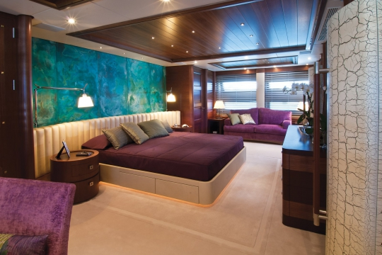 Motor Yacht Balista Cantieri di Pisa for charter - owner cabin