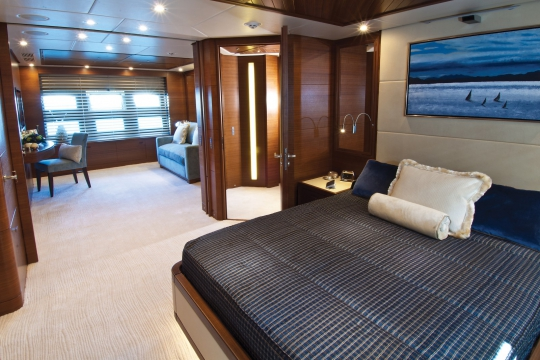 Motor Yacht Balista Cantieri di Pisa for charter - vip suite