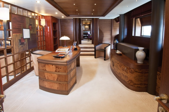 Motor Yacht Balista Cantieri di Pisa for sale - owner office
