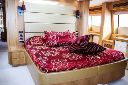 Motor Yacht Sunseeker 34 for sale - master stateroom