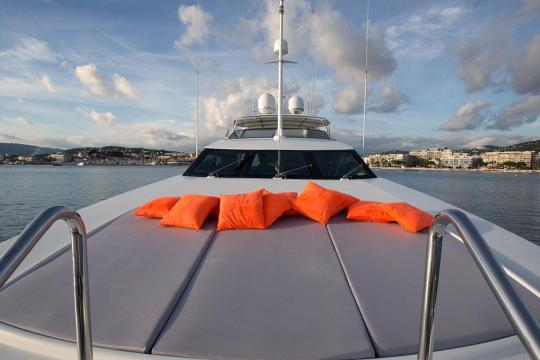 Motor Yacht Falcon 102 for sale - forward sunbathing area