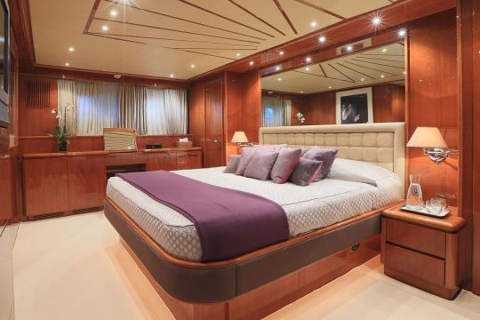 Motor Yacht Falcon 102 for sale - master cabin