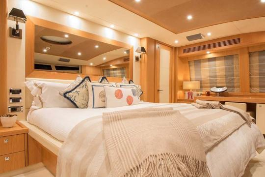 Motor Yacht Sunseeker 34 for sale - master suite