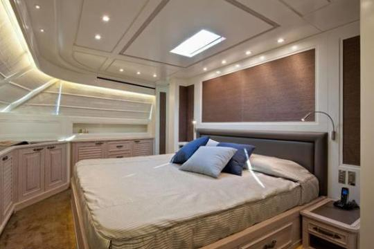 Motor Yacht SD92 for sale - guest cabin