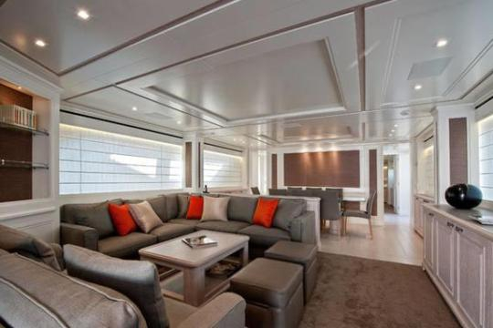 Motor Yacht SD92 for sale - saloon