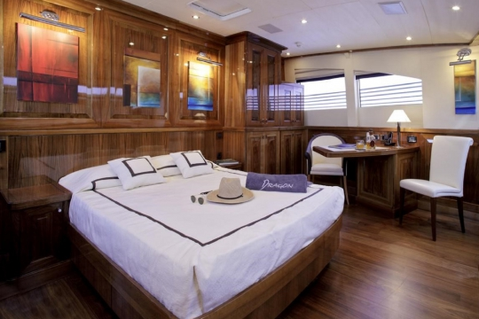 Motor Yacht Dragon Couach for charter - vip stateroom