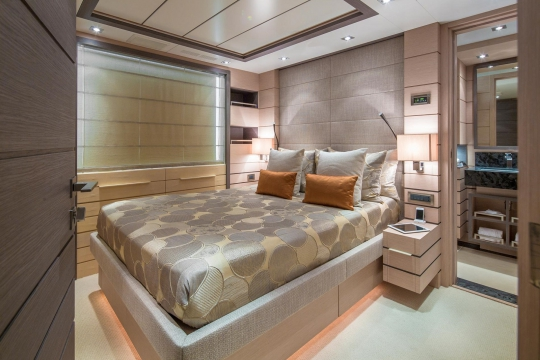 Motor Yacht Dyna® Benetti for charter - guest cabin