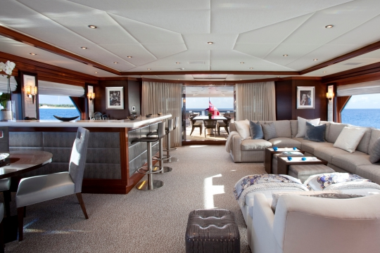 Motor Yacht Blind Date - skylounge