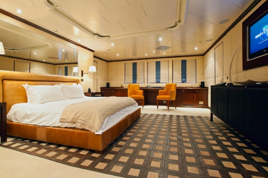 Motor Yacht Force Blue Royal Denship for charter - master cabin