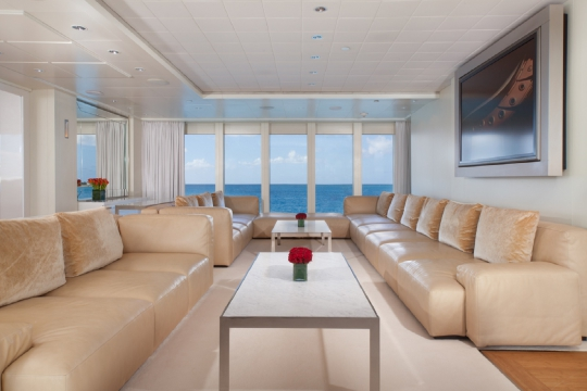 Motor Yacht Idol for charter - skylounge