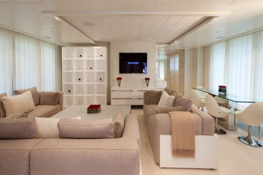 Motor Yacht Idol for charter - main saloon