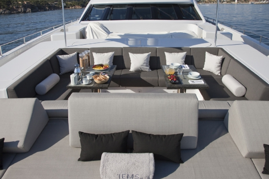 Motor Yacht Jems Heesen for charter - foredeck seating area
