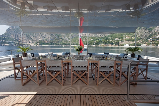 Motor Yacht Mariu Codecasa for charter - dining table
