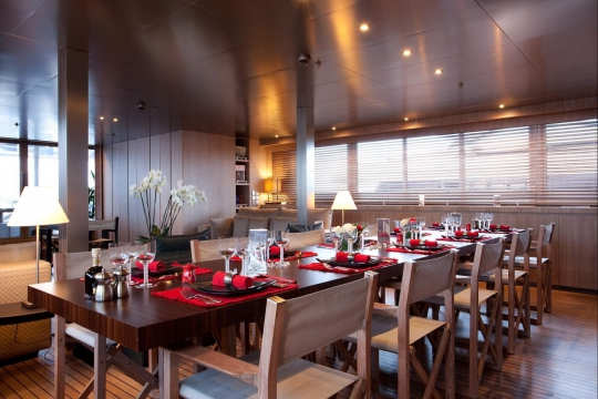 Motor Yacht Mariu Codecasa for charter - dining room
